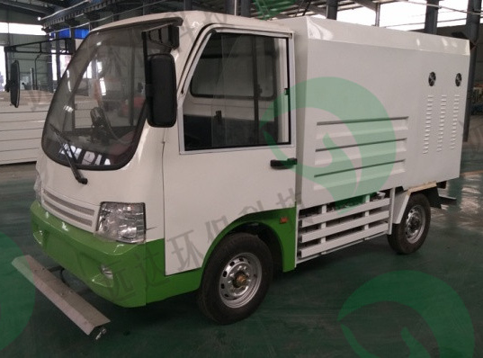 Four-wheel high pressure cleaning vehicle